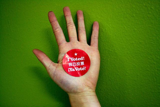yo vote hand